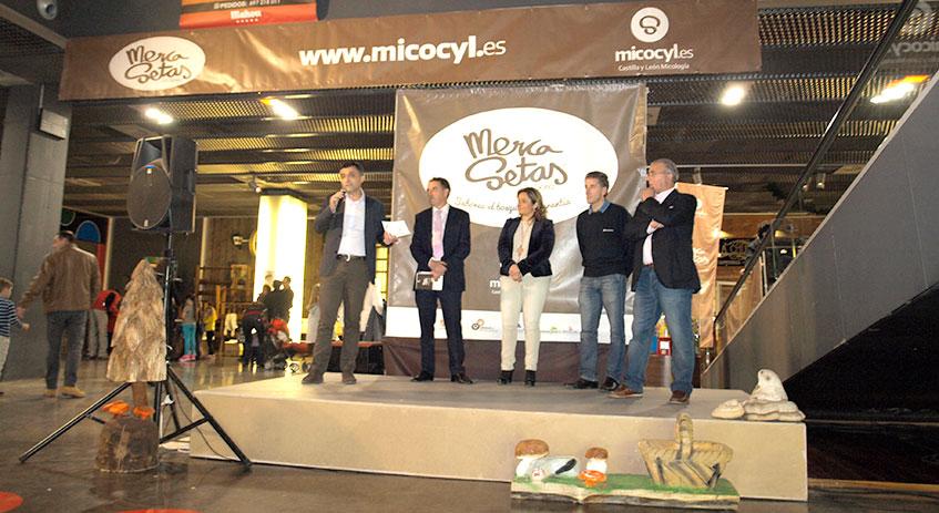 Las autoridades inauguran el Mercasetas de Golmayo