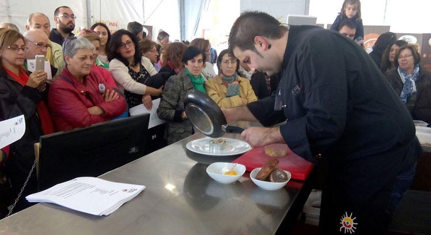 También contamos con la aportación culinaria de Juan Carlos Benito, de Grumer Catering, cocinando en Mercasetas